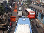 kemacetan-di-jalan-otto-iskandar-dinata-akibat-proyek-galian-utilitas-jatinegara.jpg