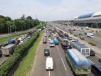 kemacetan-di-ruas-tol-jagorawi-mengarah-ke-puncak-bogor.jpg