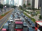 kemacetan-mengular-dari-halte-bus-benhil-sampai-ke-arah-bundaran-senayan.jpg