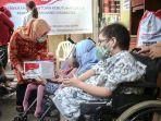 kementerian-sosial-ri-memberikan-bantuan-kepada-penyandang-disabilitas.jpg