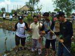 kepala-sekolah-sman-37-jakarta-mukmin-jauhari-mangrove.jpg