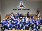 ketua-umum-partai-demokrat-agus-harimurti-yudhoyono-ahy-bersama-pengurus-dpp-demokrat.jpg