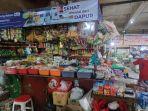 kios-bahan-bahan-makanan-milik-adit-di-pasar-depok-jaya-kamis-28102021.jpg