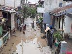 kondisi-lingkungan-rw08-perumahan-pgp-jatiasih-bekasi-yang-masih-dipenuhi-lumpur.jpg