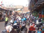 kondisi-parkiran-di-pasar-jatinegara-jakarta-timur-senin-2392019.jpg