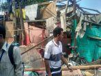 kondisi-rumah-keluarga-husein-yang-rusak-total-akibat-kejatuhan-crane.jpg