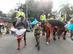kuda-berbadan-kekar-dan-terlihat-gagah-berada-di-acara-car-free-day.jpg