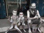 kumpulan-manusia-silver.jpg