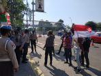 mahasiswa-pengamat-media-dari-hmi-universitas-islam-jakarta-uij-unjuk-rasa.jpg