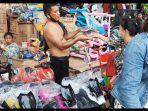 mainan-anak-di-pasar-pagi-asemka-jakarta-barat.jpg