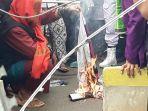 massa-aksi-bela-nabi-muhammad-membakar-gambar-presiden-perancis-emmanuel-macron.jpg