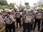 massa-aksi-mahasiswa-kepolisian-di-jalan-gerbang-pemuda.jpg