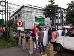 massa-gerakan-perjuangan-pemuda-islam-indonesia-yang-berunjuk-rasa-depan.jpg