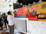 melukis-bus-transjakarta_20180420_153322.jpg