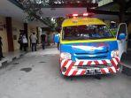 mobil-ambulans-pt-jasa-marga-yang-terparkir-depan-instalasi-forensik.jpg