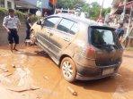 mobil-terjebak-banjir.jpg
