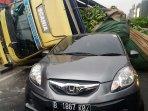 mobil-tertimpa-truk_20180813_194120.jpg