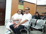 nunung-dan-suaminya-july-jan-sambiran-di-pengadilan-negeri-jakarta-selatan-6.jpg