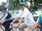 pak-wakil-wali-kota-jakut-naik-sepeda.jpg