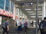 para-calon-penumpang-kereta-mrt-jakarta-hendak-memasuki-stasiun-bundaran-mrt-bundaran-hi.jpg