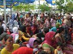 para-korban-tsunami-di-banten-yang-mengikuti-roadshow-gubernur-banten.jpg