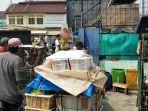para-pedagang-hewan-dorong-gerobak-di-jatinegara_20181002_130832.jpg