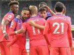 para-pemain-chelsea-merayakan-gol-saat-mengalahkan-newcastle-united.jpg