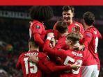 para-pemain-manchester-united-merayakan-gol.jpg