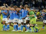 para-pemain-napoli-melakukan-selebrasi-liga-italia-serie-a.jpg