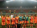 para-pemain-putri-persija-jakarta-tengah-merayakan-kemenangan-di-stadion-pakansari.jpg