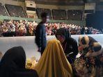 para-volunteer-di-gelaran-indonesia-fashion-week-2019-yang-berlangsung-27-31-maret-2019.jpg