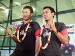 pasangan-ganda-putra-indonesia-mohammad-ahsanhendra-setiawan-saat-tiba-di-bandara.jpg