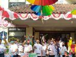 payung-warna-warni-hiasi-kantor-kelurahan-semper-timur-cilincing-jakarta-utara.jpg