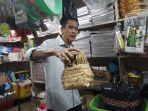 pedagang-besek-bambu-di-pasar-kramat-jati-jakarta-timur-rabu-782019.jpg