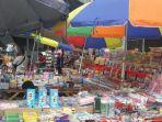 pedagang-buku-musiman-masih-banyak-dijumpai-di-pasar-asemka.jpg