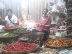 pedagang-cabai-di-pasar-cimanggis-ciputat-tangerang-selatan-senin-132021.jpg