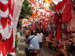 pedagang-pernak-pernik-kemerdekaan-di-pasar-jatinegara-jakarta-timur-kamis-682020.jpg