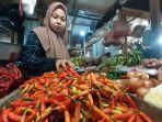 pedagang-sayuran-di-pasar-cimanggis-kamis-142021.jpg
