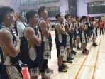 pelatih-dan-pemain-basket-sma-kolese-kanisius-bernyanyi-bersama-setelah-memastikan-diri.jpg