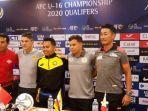 pelatih-kepala-timnas-indonesia-u-16-bima-sakti-berfoto-bersama-dengan-pelatih-china.jpg