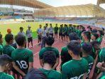 pelatih-kepala-timnas-indonesia-u-19-fakhri-husaini-1.jpg