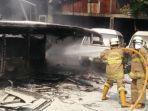 pemadaman-api-bus-yang-terbakar-di-kramat-jati-selasa-2992020.jpg