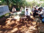 pemakaman-anak-yang-ditemukan-meninggal-di-kebun-warga-desa-prigi-sigaluh.jpg
