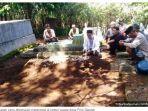 pemakaman-anak-yang-ditemukan-meninggal-di-kebun-warga.jpg