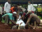pemakaman-jenazah-polisi-ditembak-istri.jpg
