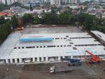 pembangunan-rumah-sakit-darurat-covid-19-di-lapangan-sepak-bola-simprug.jpg