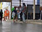 pemeriksaan-di-stasiun-manggarai-2.jpg