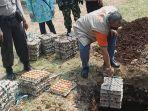 pemusnahan-ratusan-kilogram-telur-di-balai-rakyat-kecamatan-sukmajaya-kota-depok.jpg