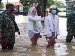 pengantin-terjang-banjir.jpg