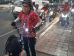 pengguna-sepeda-di-jalan-tomang-raya.jpg